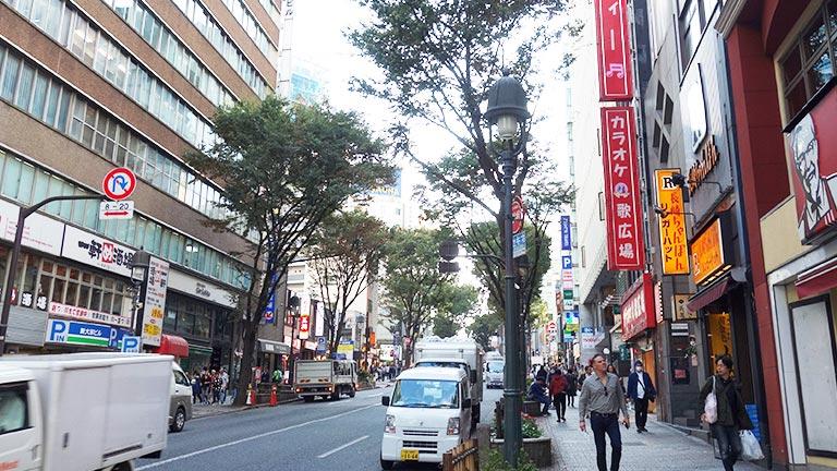 カラオケ歌広場が見えてきたらもうすぐです